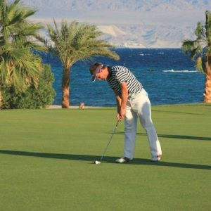 golf-course-pyramids-golfing-tour-travel-packages-egypt-golf-holidays