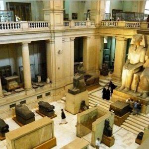 amenophis-iii-ti-reina-statueel-museo-egipcio-de-el-cairo-en-egipto_0