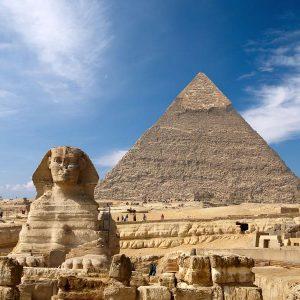 la-esfinge-la-pirmide-de-guiza-en-egipto-1