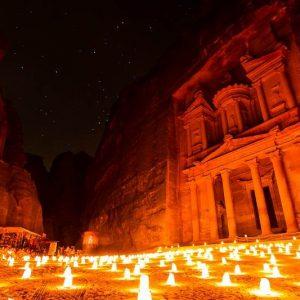 petra-la-del-desierto-jordania-por-la-noche